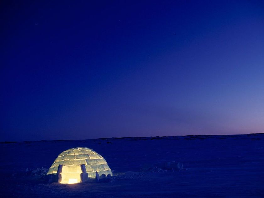 blue-igloo-rosing_1335_990x742