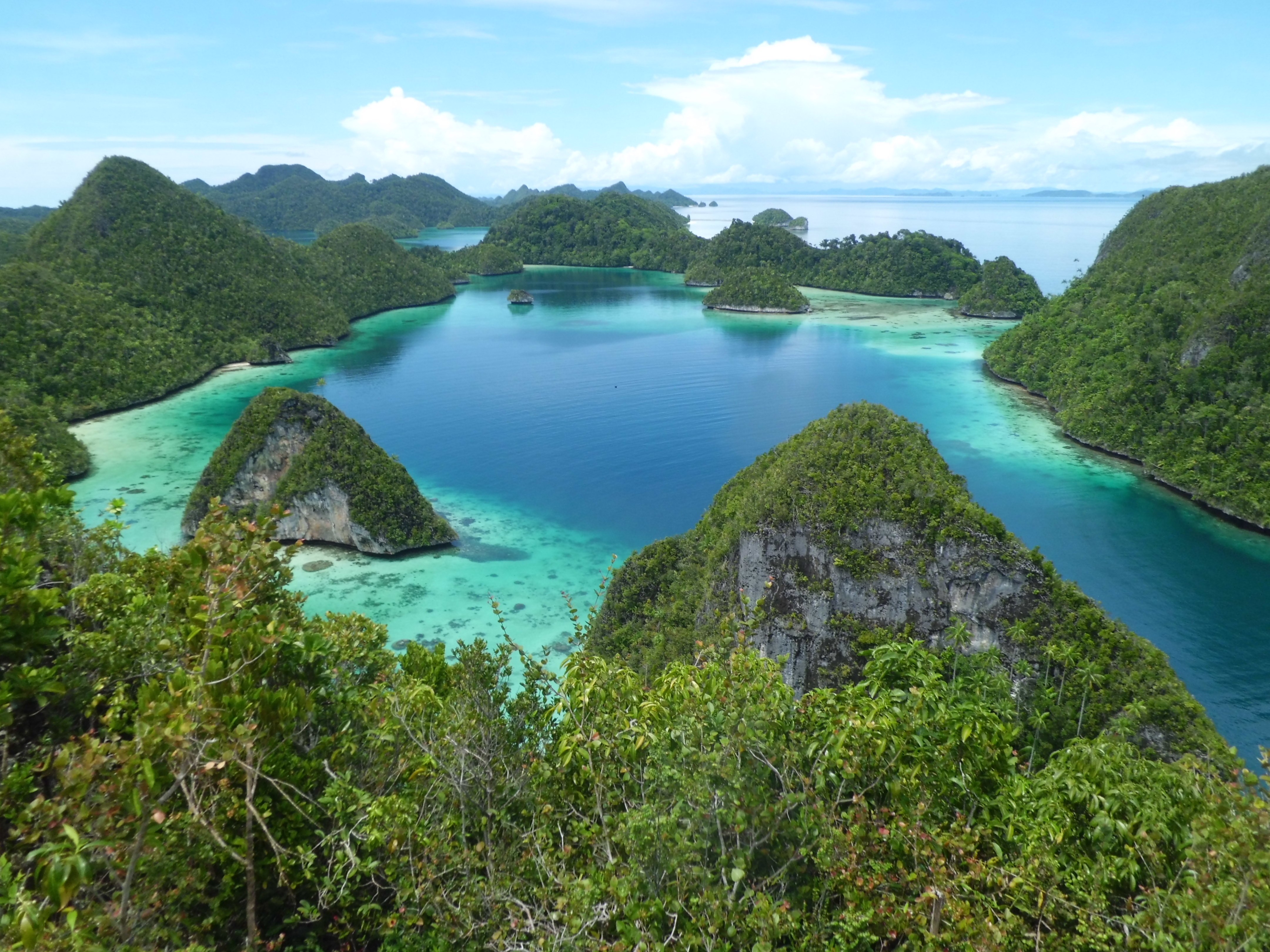 Labuan Bajo Indonesia  city images : Weekly Photo Challenge: Sea | Let's Escape