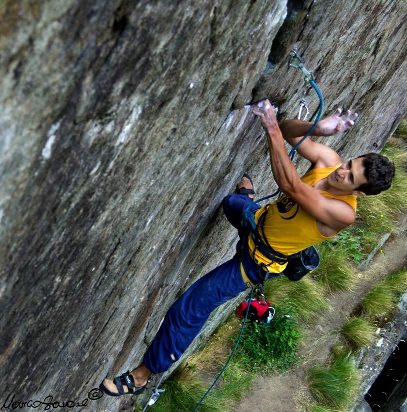 Andrea-climbs-Le-portatrici-di-sale-7b+-Champorcher